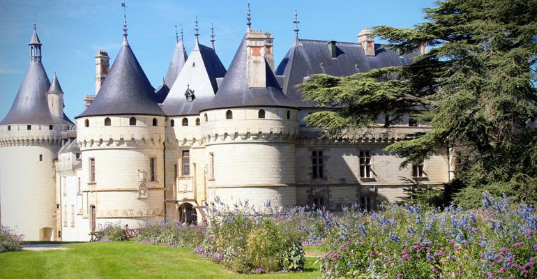 Vue du château de chaumont sur loire depuis le parc séjour à vélo