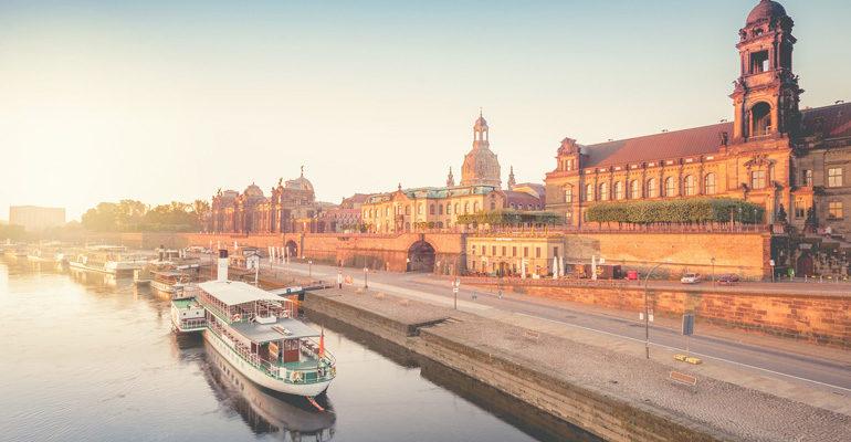 Dresde, bateaux et monuments sur les bords de l'Elbe, destination vacances à vélo