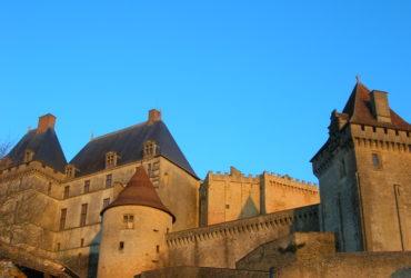 Forteresse médiévale tourisme vacances à vélo