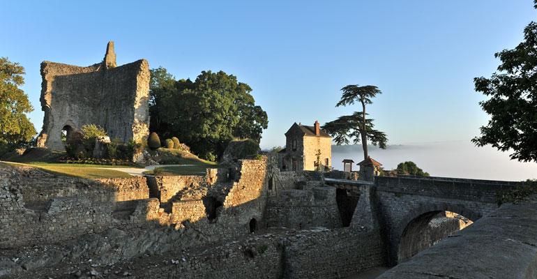 Domfront, ruines médiévales, séjour vélo