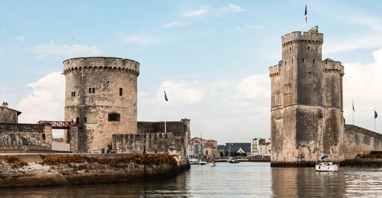 Entrée du Vieux-Port de la Rochelle, Charente-Maritime, découverte vacances à vélo