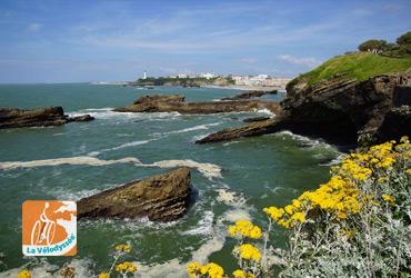 velodysee bord de mer avec falaises rocheuses paysage vacances à vélo