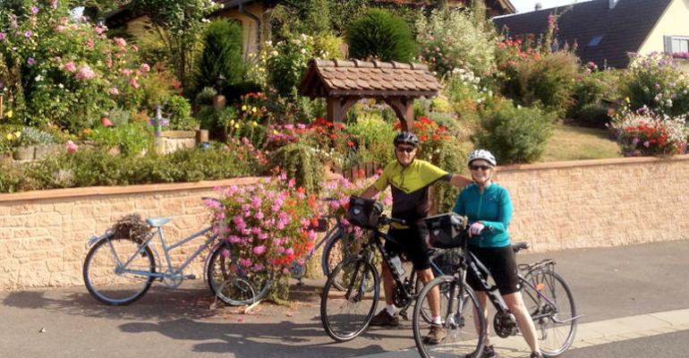 alsace a velo couple pendant leur séjour à vélo