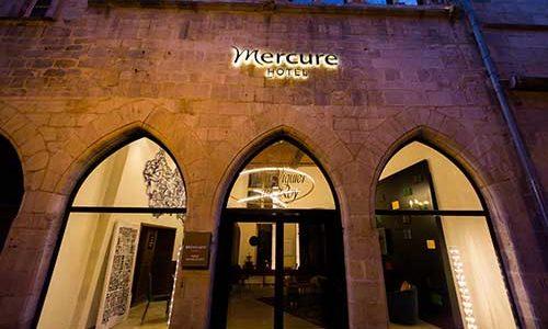 Extérieur, devanture Hôtel Mercure Figeac