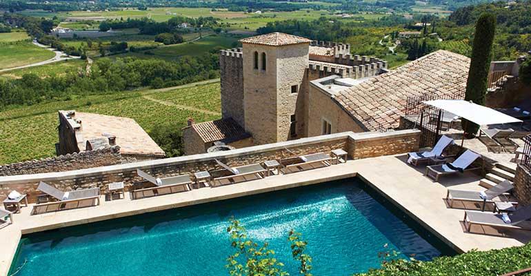 Piscine dans un hôtel de luxe en Provence