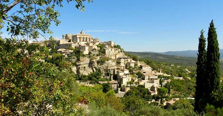 Vue du village de Gordes Le petit tour du Luberon