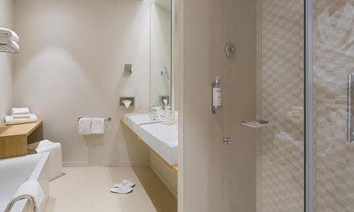 Salle de bain de l'Hôtel Best Western Plus Divona
