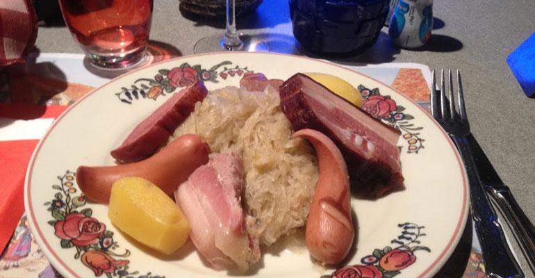 Assiette de la traditionnelle Choucroute