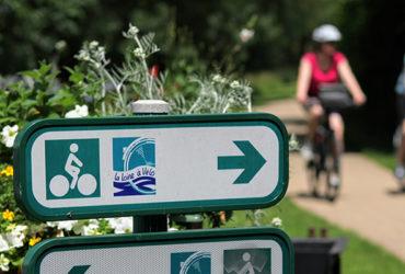 Couple à vélo sur la loire à vélo