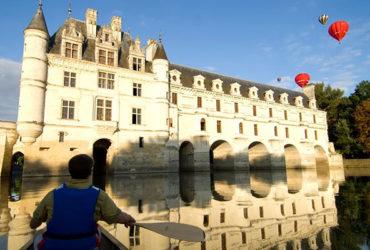 Balade en canoë sous les arches du château de Chenonceau