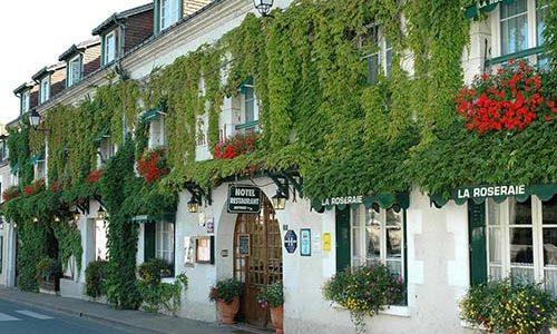 façade Hôtel restaurant La Roseraie