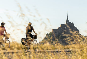 Cyclistes au Mont-Saint-Michel