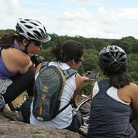 trois voyageuses à vélo