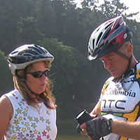couple de voyageurs à vélo