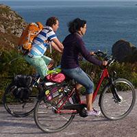 voyageur à vélo en Bretagne