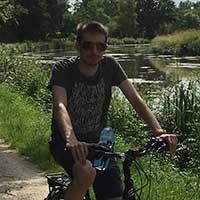 cycliste en bord de canal