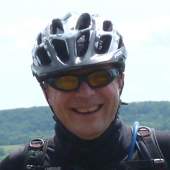 voyageur à lunette et avec un casque